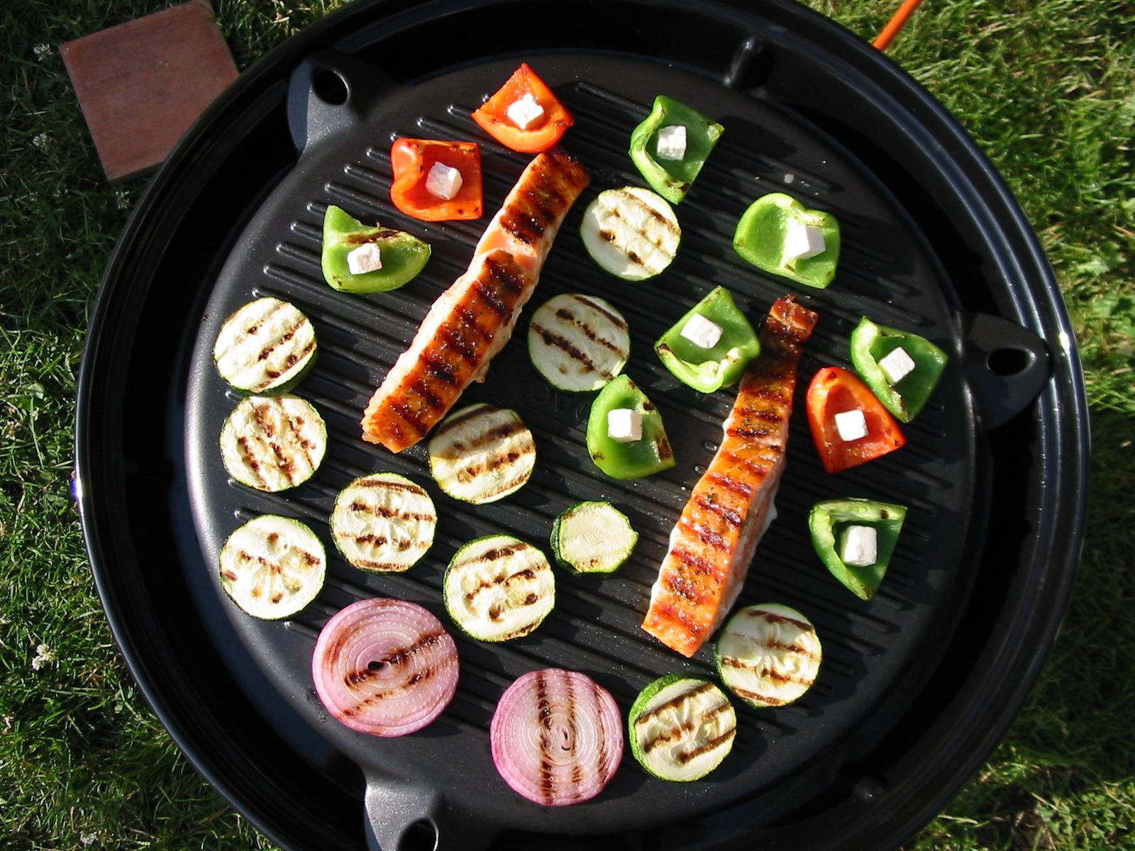 Zalm en groenten van de grill
